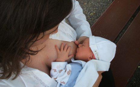 accessori da avere durante l'allattamento del neonato